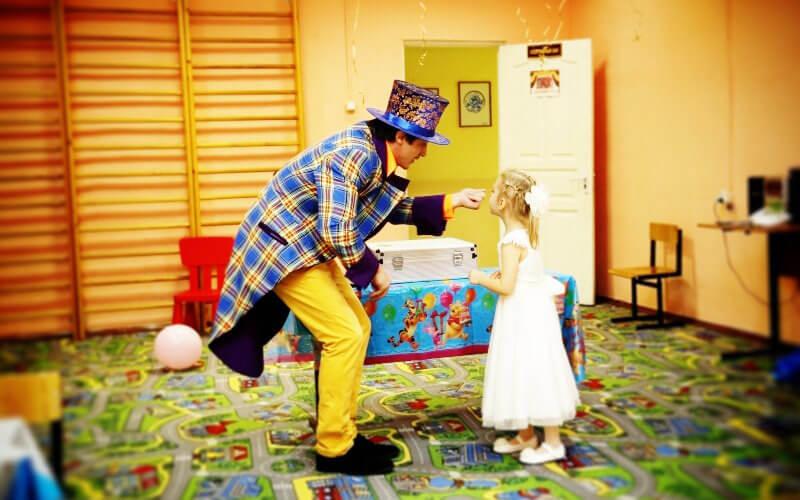 Фокусник Юджинн в детском саду 17