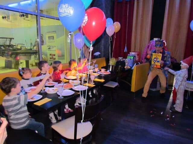 Ujinn фокусник для детей в ресторане 3